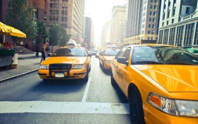 Dowóz zakupów coraz częściej zlecany jest taksówkarzom. Wygoda czy potrzeba?