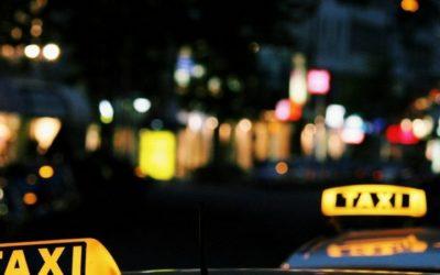 Nie tylko uprawnienia, ale również umiejętności kierowcy taksówki gwarantują bezpieczny przewóz.
